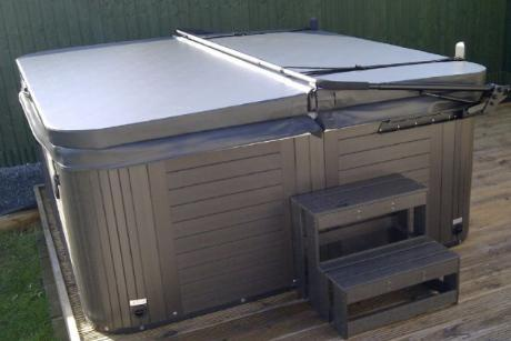 "Mr Tubby 2.3m x 2.3m Hot Tub Insulated Lid - 4"" tapered"